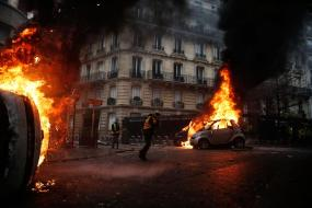 paris-riots-emmanuel-macron-yellow-jackets